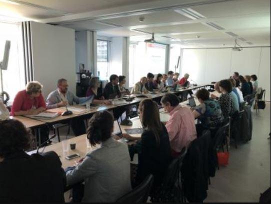 groupe de personnes en réunion à l'observatoire de l'habitat inclusif